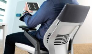 how to pick ergonomic office chairs